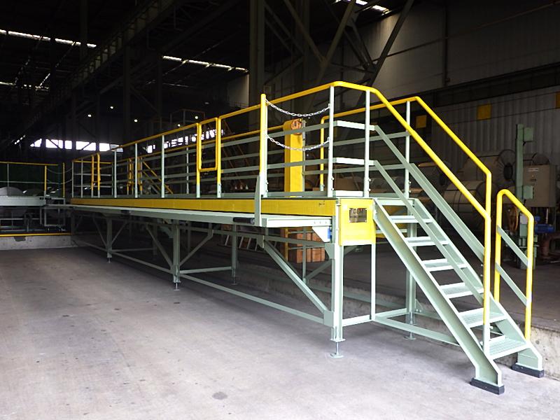 荷役業務における各種安全対策機器、安全作業台の設計・製作、クレーンの改造・補修・点検|大阪、大正区の大和電機工業のスライド式作業台