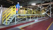 大和電機工業の階段付きスライド式作業台